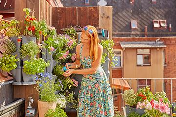 Die Balkonwand als Blumenbeet